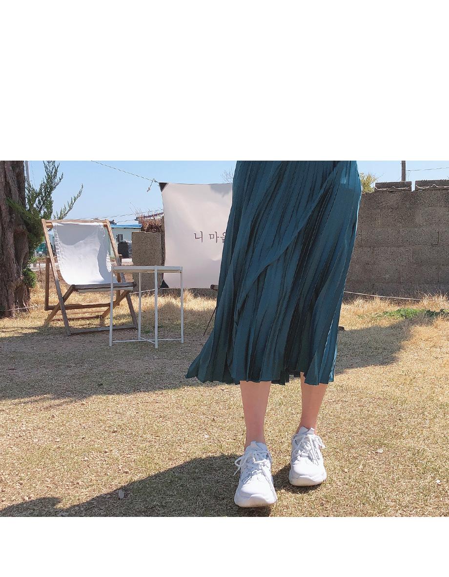 리리앤코 아뜰리에 새틴 플리츠 롱 스커트